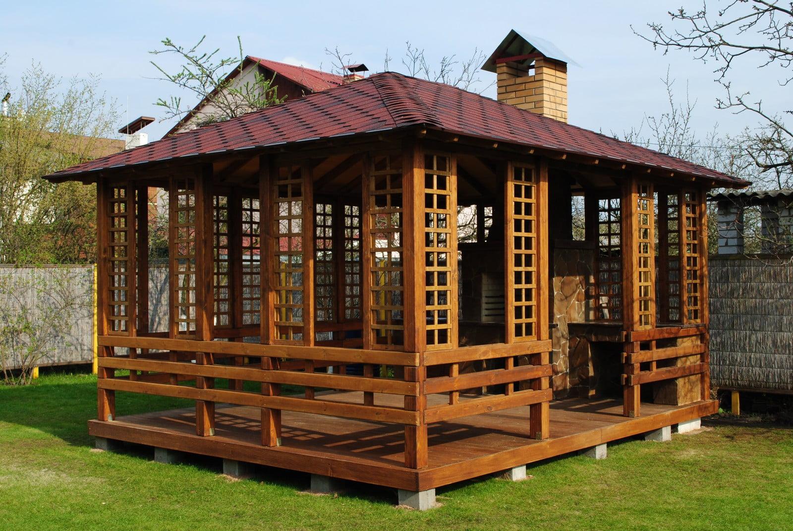 Строить или не строить на своем участке деревянную беседку